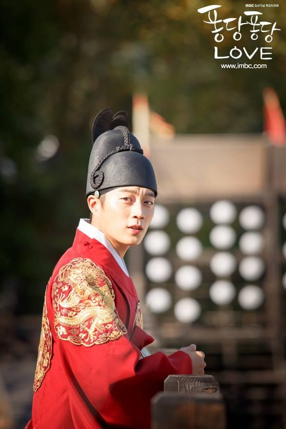 Splash Splash Love feat. Yoon Doo Joon & Kim Seul Gi.  One of the funniest shows I've seen - 2eps long and well worth a watch