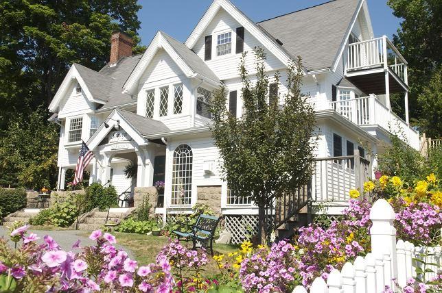 Seacroft Inn - Bar Harbor Inn- was Seacroft built by the Bowler family in BAr Harbor. only on of four extant.