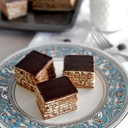 {recipe} One of the most popular Croatian cakes, Madjarica. Beautiful layers of chocolate filling and pastry make a perfect moist cake.