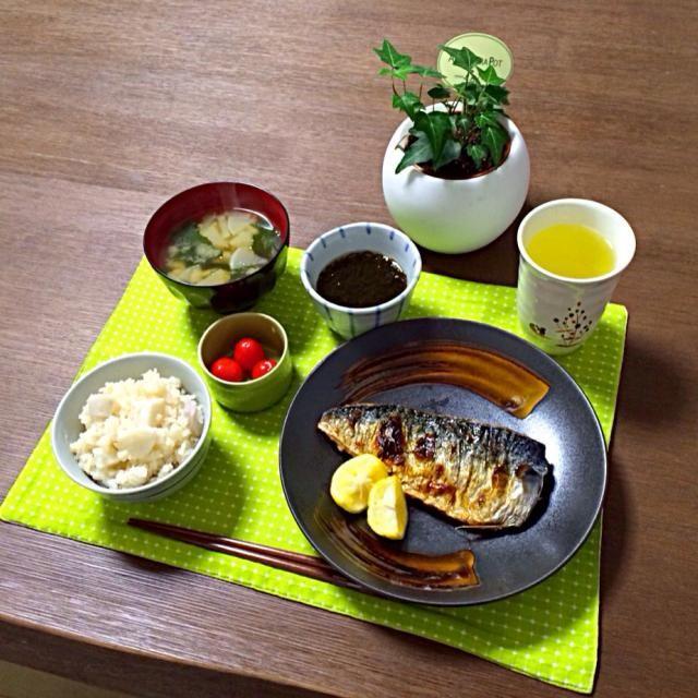 鯖の塩焼き、美味しいわぁ。里芋ごはんと合うよ。 (^-^) - 19件のもぐもぐ - 鯖の塩焼き、里芋ごはん、大根のお味噌汁、ミニトマト、もずく酢、そば茶 by pentarou