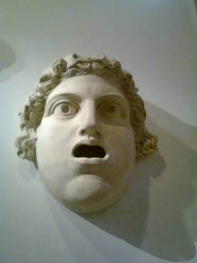 Masque tragique  en pierre décorant le théâtre de Marcellus. #expoauguste #grandpalais