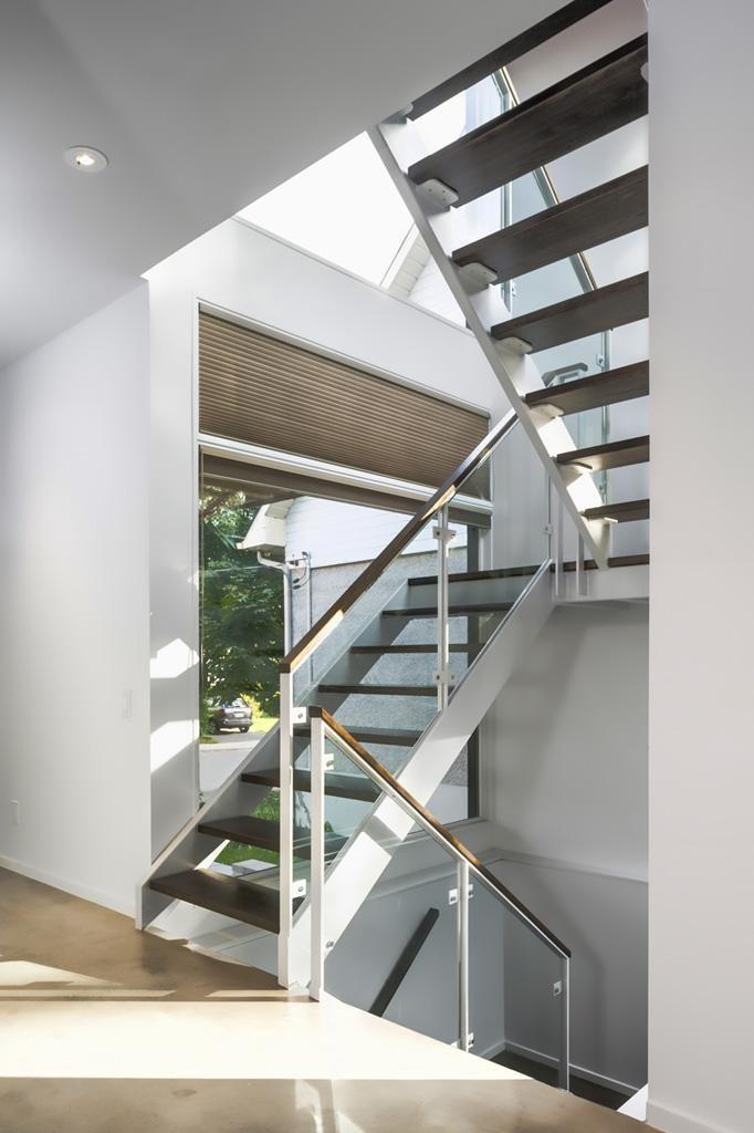 Escada toda fechada em vidro