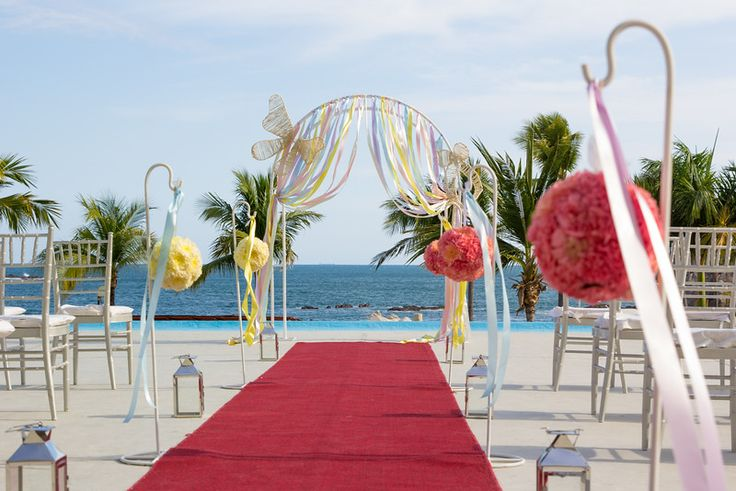Gorgeous views from the Rendezvous Terrace allow you to have your ceremony and still avoid the sand! #DreamsHuatulco