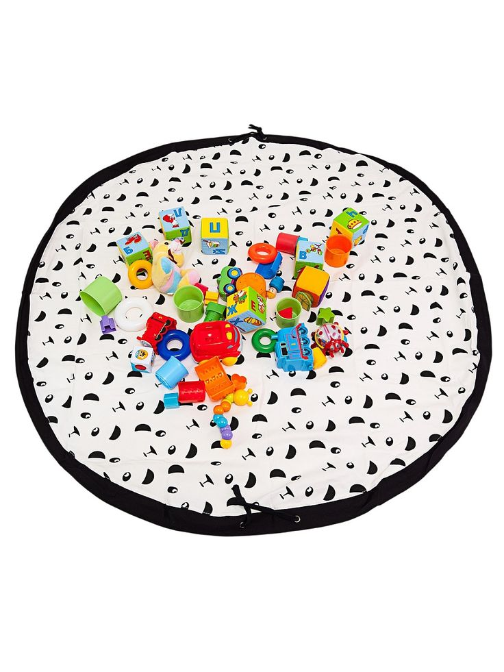 Сумка-коврик это оригинальный способ хранения и транспортировки детских игрушек. В разложенном состоянии - это поле для игры, а когда нужно собрать игрушки, он затягивается на шнурок и превращается в удобную сумку. Выполнен из прочного, но мягкого канваса. Размер изделия: 140х140см