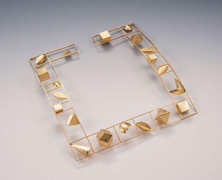 Linda Threadgill Neckpiece: Square Gold Choker, 1999 18k gold 17.8 x 1.9 x 17.8 cm Photo by: James Threadgill