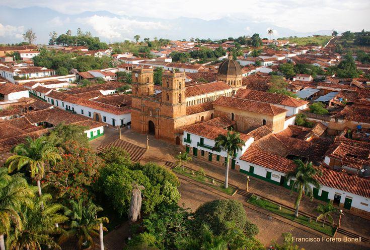 Barichara - Colombia     Por que a veces la magia, esta en solo perder la vista en el horizonte.