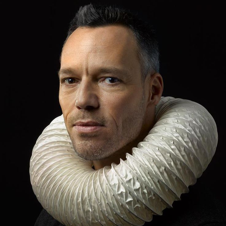 Portrait of Hans Goedkoop by Hendrik Kerstens for TV-program about the Dutch Golden Age (17th century). The collar is made of a modern flexible tube.
