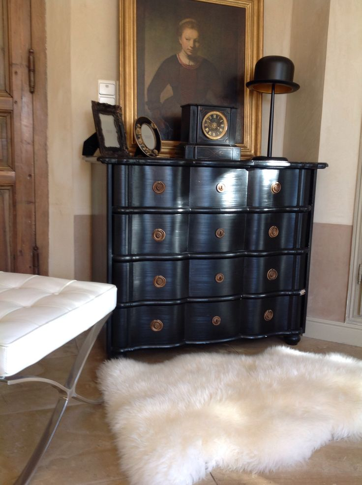 commode noire et fourrure petite d co en tout genre pinterest. Black Bedroom Furniture Sets. Home Design Ideas