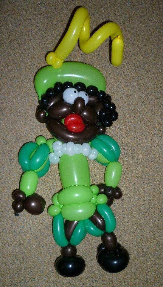 Zwarte Piet Hoofd van ballonnen. niet gemaakt door schoolgoochelaar Aarnoud Agricola, want hij is goochelaar en buikspreker, geen clown of ballonartiest.