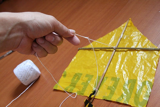 How to Make a Kite Out of a Plastic Bag: 17 steps - wikiHow