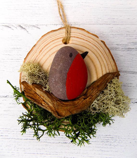 Hello! Thank you for looking at my product. These are my robin pebble art log slice decorations. They are created using hand painted red pebble robins, driftwood my parents forage from the shores of Cyprus (Paphos) and ship over to me and moss. They are the perfect rustic piece