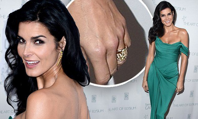 Angie Harmon wears band on wedding finger after Jason Sehorn split