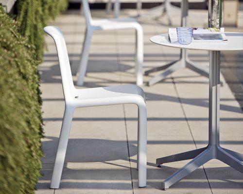 Sedia per bar e ristorante modello Snow, Sedia in polipropilene, leggera e resistente ai raggi UV, ottima per l'esterno. Sedia unica nel suo genere.