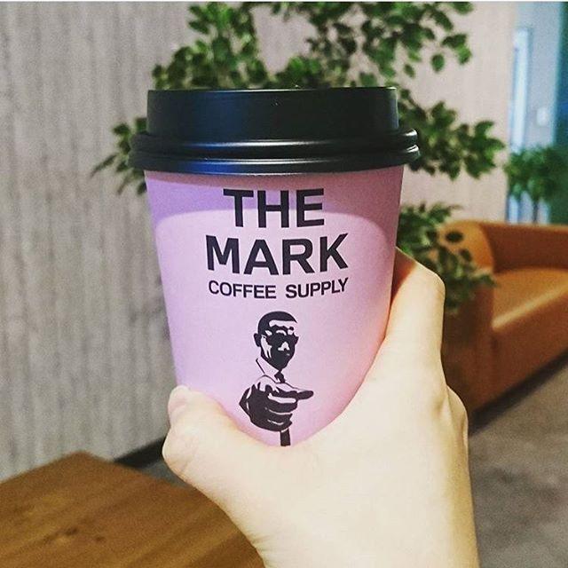 【RETRIP×仙台】 今回ご紹介するのは、2017年4月に仙台市内にオープンした「THE MARK COFFEE SUPPLY」です。こちらのカフェ、カップがピンクでおしゃれだったり、店内もフォトジェニックな箇所があったりするおすすめのカフェなんです。おすすめのハワイアンスイーツマラサダや、こだわりのコーヒーを是非仙台のおしゃれカフェで楽しんでみてください。 ・ こちらのお写真は、 @riaaa.y_.__y さんにお借りしました。素敵なお写真をありがとうございます! ・ #retrip_cafe #retrip_cafe_仙台 #retrip_仙台 #retrip_mt #themarkcoffeesupply #newopen #cafe #仙台 #仙台駅 #宮城野区 #仙台カフェ #仙台カフェ巡り #おしゃれカフェ #カフェ巡り #pink #フォトジェニック #ハワイアンスイーツ #マラサダ . 【RETRIPでカフェ検索!】 RETRIPでは各地の素敵なカフェのお写真をお待ちしております#retrip_cafe_〇〇…