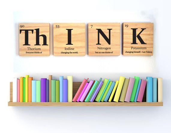 Tableau périodique des éléments, pense que la tuile en bois wall art-avec citation de Leo Tolstoy