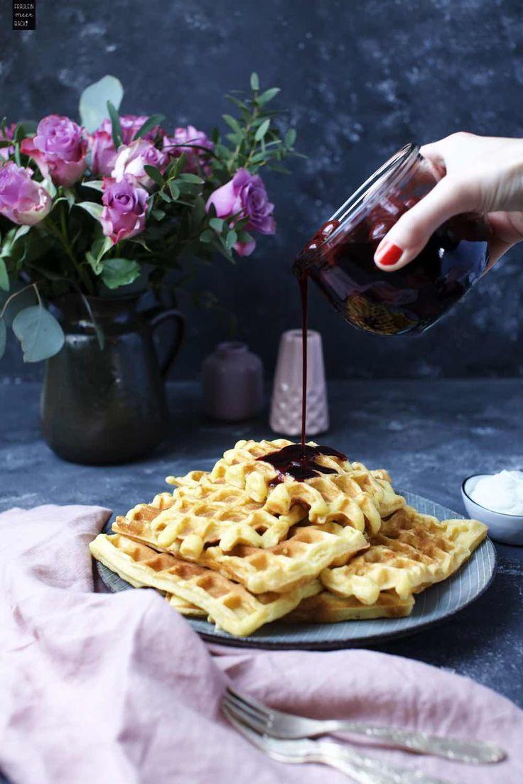 Buttermilch-Waffeln als kleiner Nachmittags-Snack oder für einen Kaffee mit Freunden oder der Familie #waffeln #buttermilchwaffeln #snack