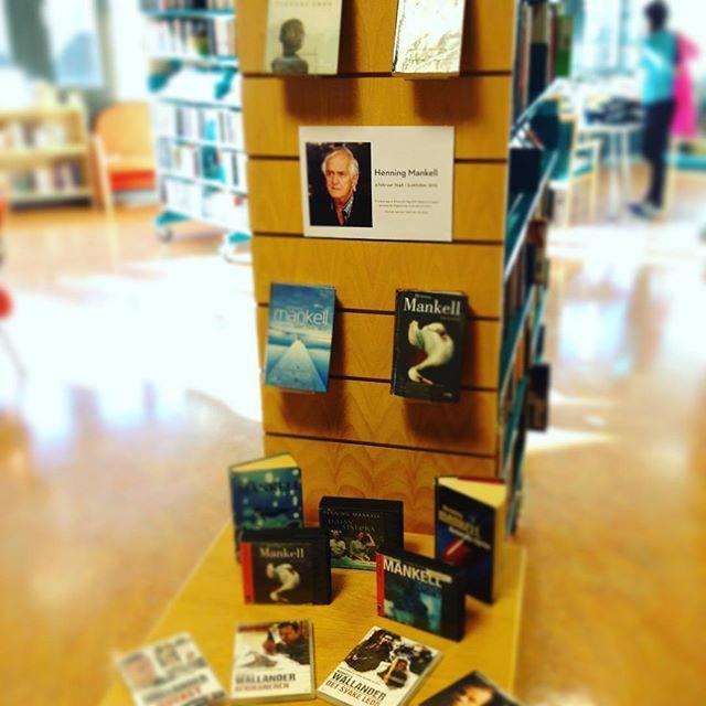 En av Nordens største krim- og spenningsforfattere har dessverre gått bort. Vi hedrer Henning Mankell med en utstilling der vi har funnet frem bøker, lydbøker og filmer fra hans forfatterskap #henningmankell #bibliotek #loddefjordbibliotek #loddefjord