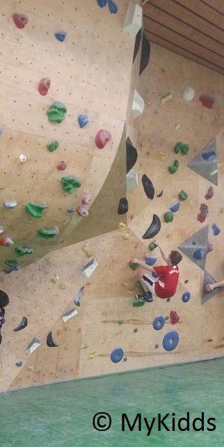 """Kletterspaß in der Boulderhalle """"Studio Bloc"""" in Pfungstadt"""