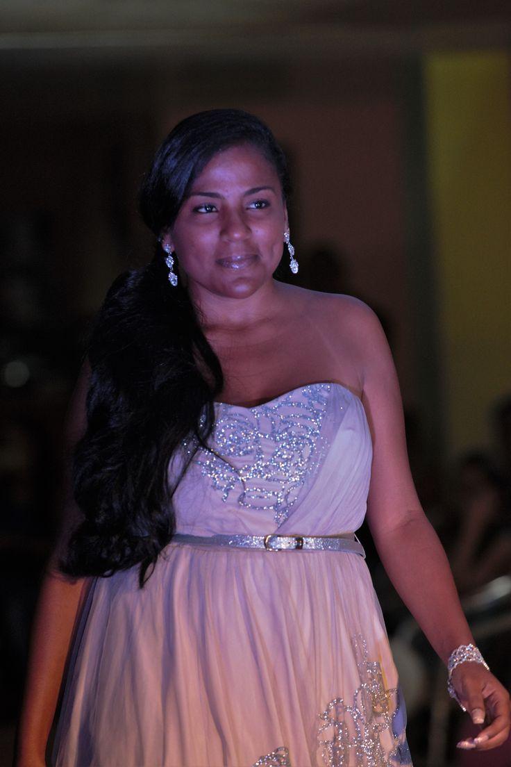 8 best trajes novias images on Pinterest | Wedding frocks ...