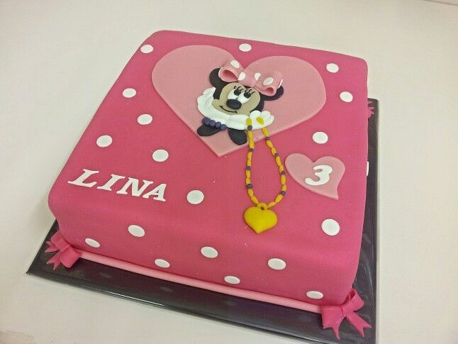 Minie mouse heart cake