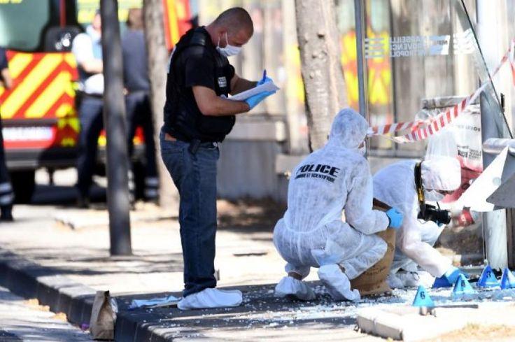 Un auto embiste dos paradas de autobús en Marsella y deja al menos un muerto