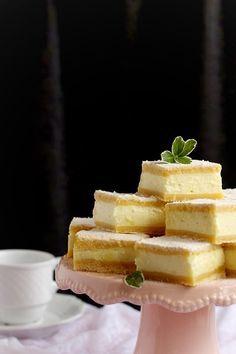 Egyszerű hozzávalókból, nagyszerű süteményt ! Gyorsan elkészül, a tésztát akár előző este is össz...
