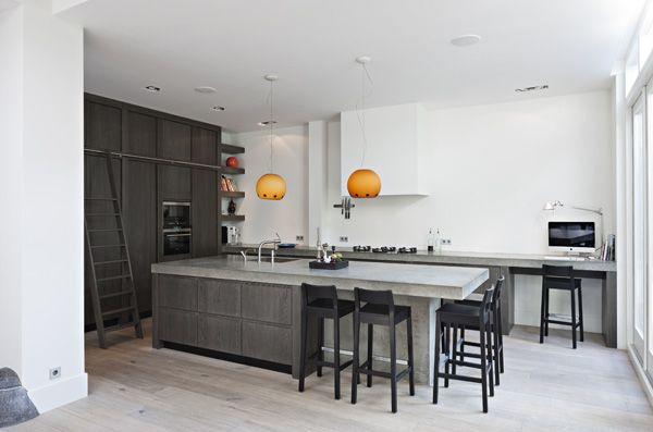 The Living Kitchen B.V. by Paul van de Kooi Eiken houten keuken, afwerking DCO met betonnen aanrechtbladen en Pitt Cooking kookplaat