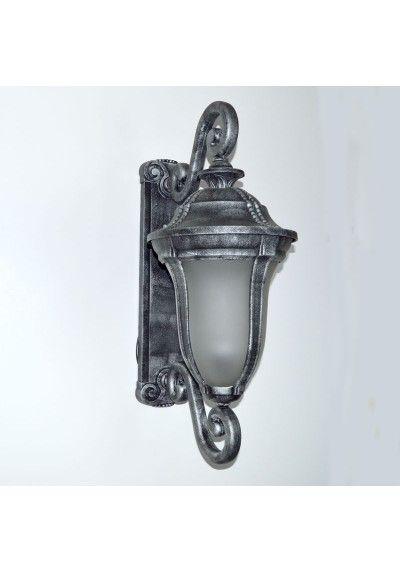 Apliques de pared de exterior. Realizado en aluminio y cristal. Un portalámparas E 27, apto para led (bombilla no incluida). Color plata vieja. Medidas 79 x 31 x 40 cm  Iluminación para pasillo, entrada, recibidor...