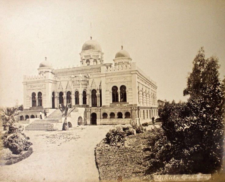 Palacio de Concha Cazzotte en 1883. Estaba ubicado en el actual barrio Concha y Toro. Construido en 1875 y demolido en 1930. Del arquitecto alemán Teodoro Burchard. amosantiago.cl