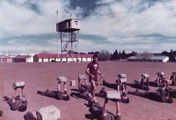 The days when South African paratroopers were fit and proud. The tall structure at the back was called the Aapkas