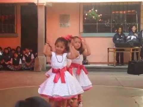 Clausura Kinder King 2013. Baile niños 2 años. - YouTube