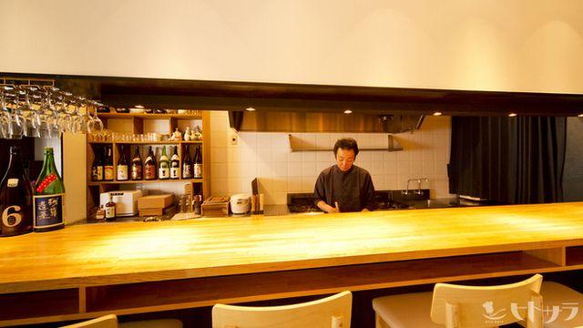 紺青 - 内観写真:カウンター越しのスタッフとの会話もお楽しみのひとつ