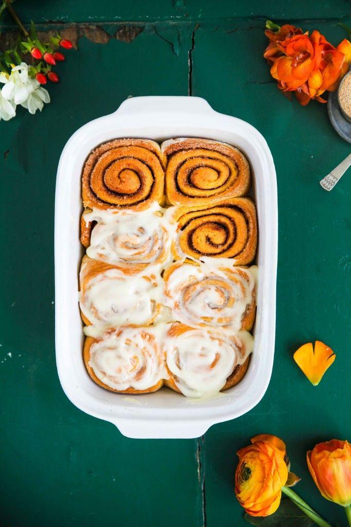 Ein Rezept für Möhrenkuchen Zimtschnecken – carrot cake cinnamon rolls