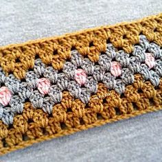 Technique :: Granny stripe color tutorial - Easy step-by-step instructions, just carry the yarn as in tapestry crochet. Great possibilities! . . . . ღTrish W ~ http://www.pinterest.com/trishw/ . . . . #crochet