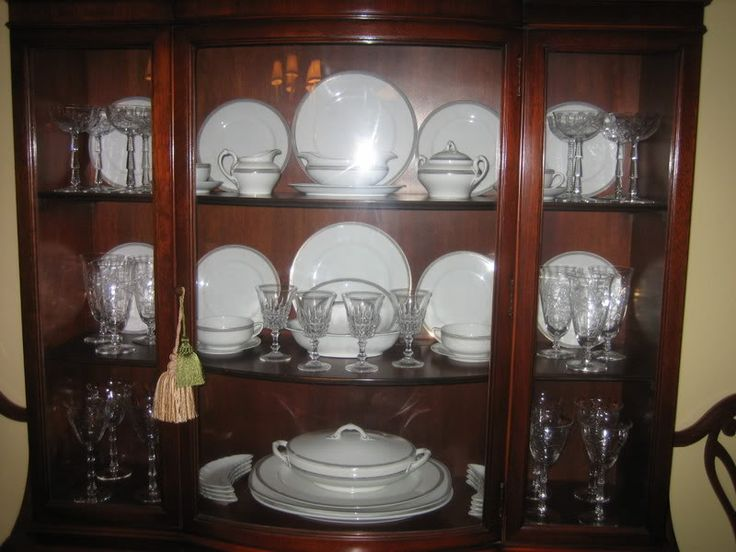 How to display crystal glassware and china