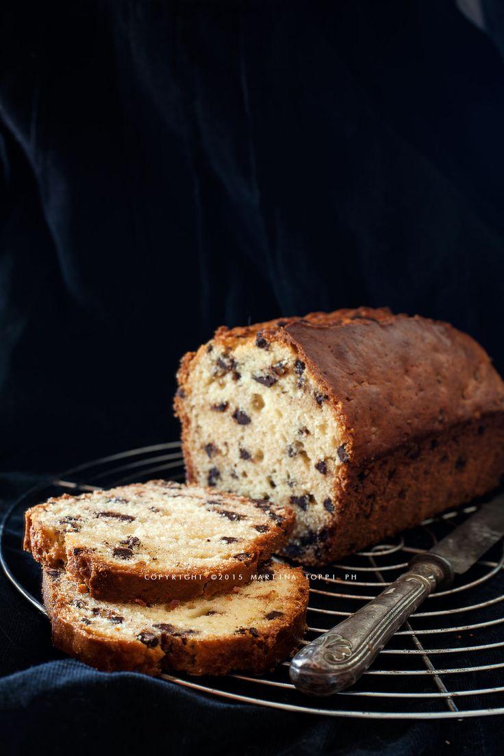 Un plumcake alle gocce di cioccolato semplice ma d'autore. La ricetta infatti è di Stefano Laghi. Io l'ho riprodotta in versione bianca togliendo il caffè