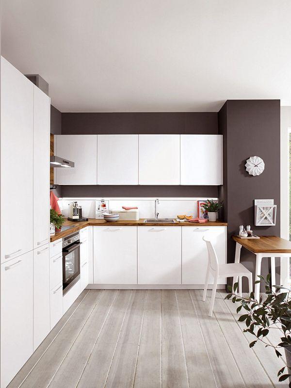 Traumkombi Weisse Kuche Und Kontraststarke Wandfarbe Weisse Kuche Einbaukuche Kuchendesign