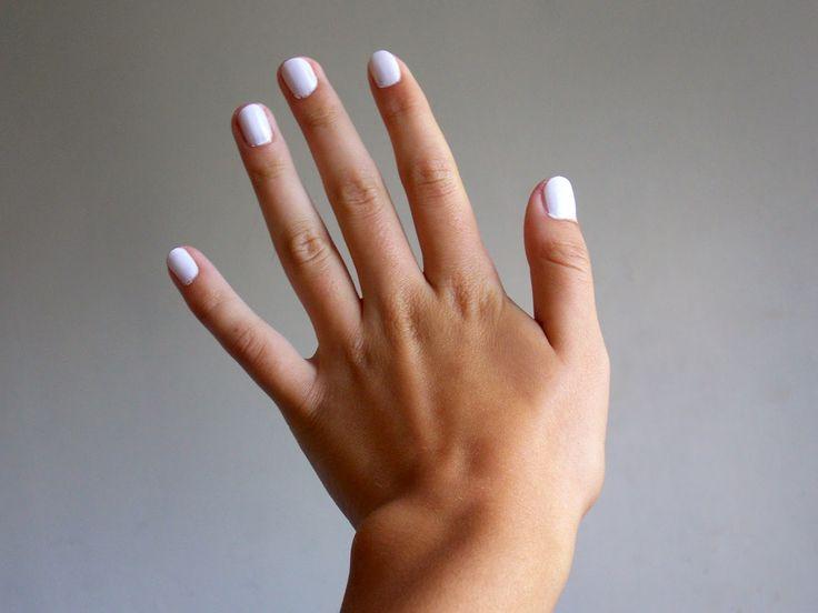 Gummybaum: Biele nechty aneb čo robím #white #nails #lluxury #luxus #taned #skin