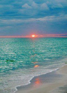 Gorgeous colors of the sea! #sea #sunrise