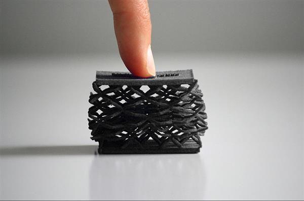 CRP Technology una azienda specializzata nella produzione additiva ha rilasciato la più recente aggiunta alla sua famiglia di materiali Windform: Windform RLil primo elastomero termoplastic