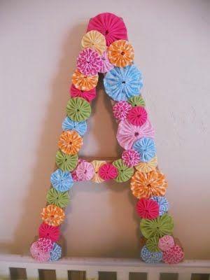 Flores Fuxico, como as conhecemos, são aplicações de tecido que podem tornar os nossos trabalhos ainda mais especiais. Podem ser feitas de ...