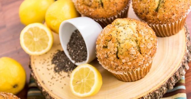 Recette de Muffins allégés citron-pavot pour régime citron. Facile et rapide à réaliser, goûteuse et diététique. Ingrédients, préparation et recettes associées.
