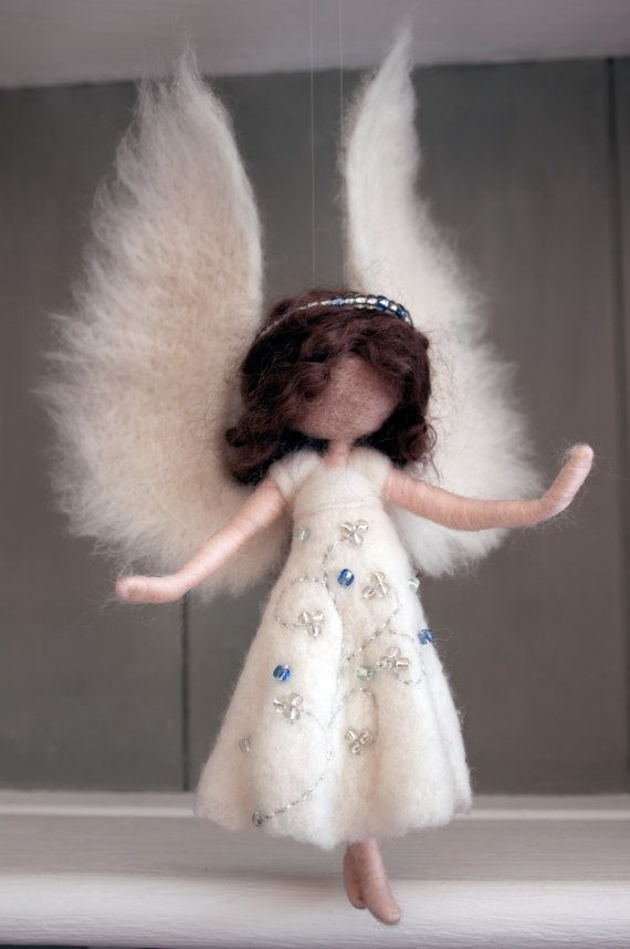 Custom Bespoke Needle felted angel decoration por MavisSnapdragon