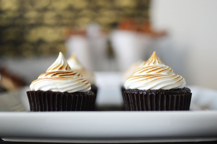 Get your culinary torch out and get ready to make some toasted marshmallow frosting. Recipe by Sweet Society