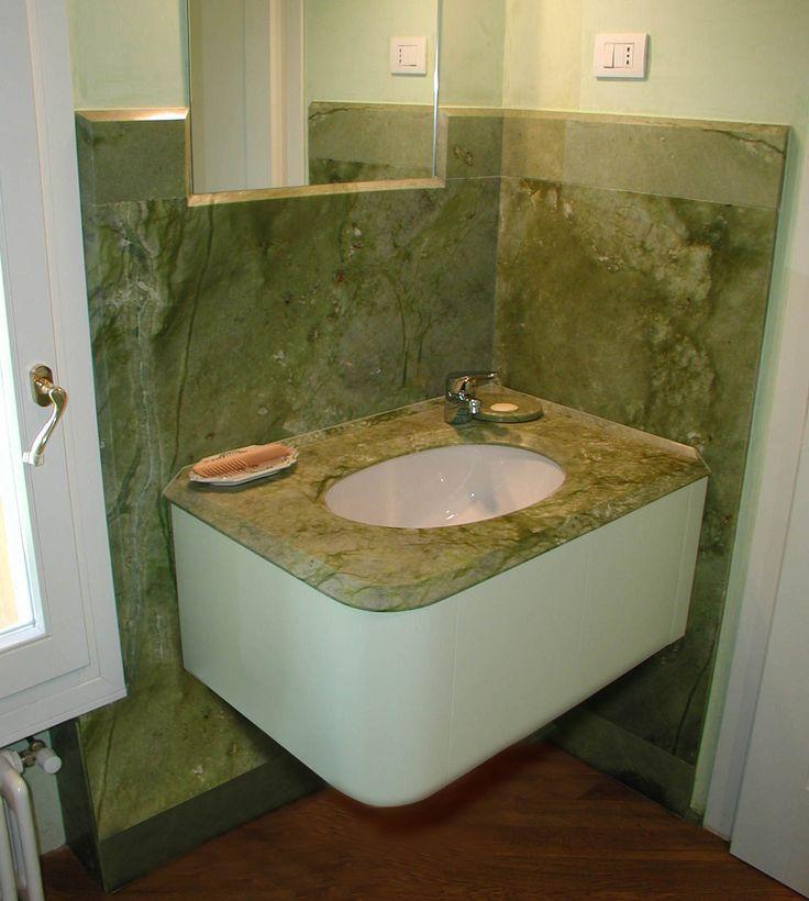 top lavabo e rivestimento paretale realizzato in marmo verde cina - / - realizzazione BlancoMarmo.it / Arredi realizzati da Oggetti.it / design by LauroGhedini.com