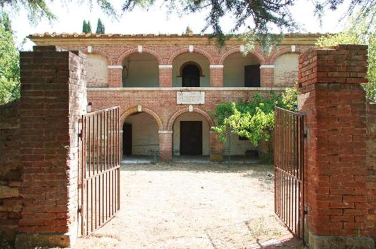 Farmhouse to restore with 7 acres Ref csge001437, Rapolano Terme , Tuscany. Italian holiday homes and investment property for sale.