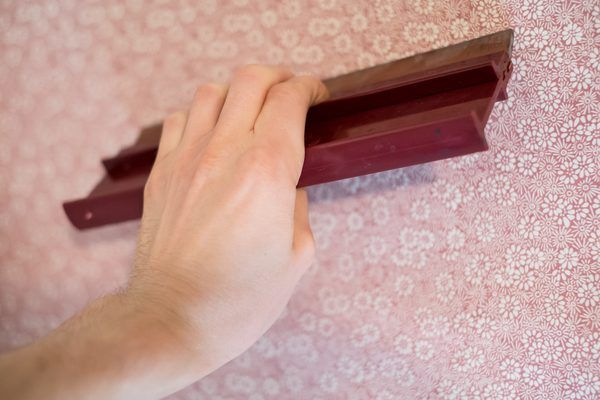 Wallpapering a room is an inexpensive way to redecorate and beautify a room. The choices of wallpaper patterns are endless, and most wallpaper available today is pre-pasted, making the job quick and easy. However, vintage or handmade wallpaper and borders require the use of wallpaper paste. Wallpaper paste is easy to make with a few materials and...