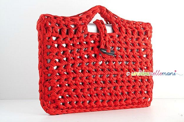 Love this cool crochet notebook case. Open site in Google Chrome for translation of instructions which are in Italian.
