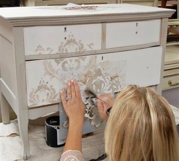 Ručně malovaný nábytek na míru – umyvadlo nebo ručně dekorovaná skříň? | Bydlení pro každého
