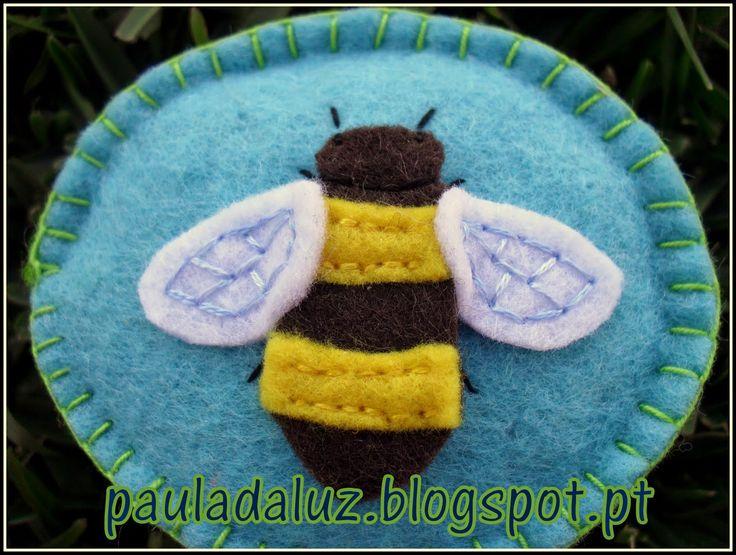 Paula LUZ: Um alfineteiro-abelhinha